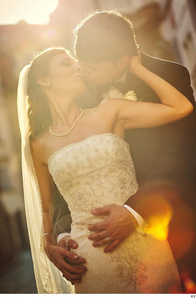 a sunlit kiss in Prague for JS who married at the Vrtba Garden in Prague followed by an unforgettable portrait session.