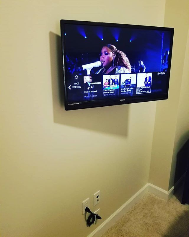 32 Inch Tv Mounted On Articulating Arm Power Kit Roku And Cable
