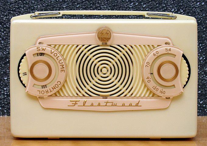 Vintage collectible tube portable radio: Fleetwood NR-260