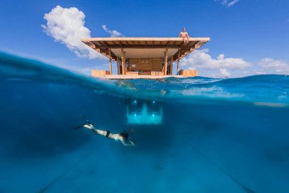 Wie wäre es, nach dem Aufwachen im Hotel nicht aufs Meer zu gucken, sondern: direkt hinein? TRAVELBOOK zeigt die schönsten Unterwasser-Hotels der Welt.