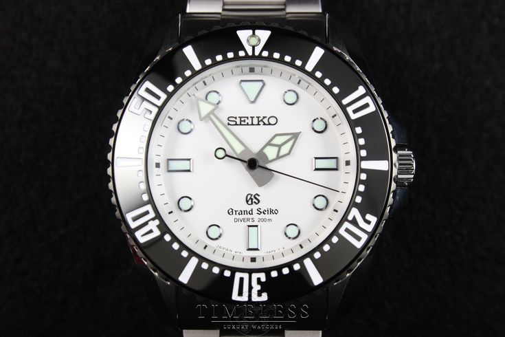 Grand Seiko SBGX115 & SBGX117 Quartz Diver Review | Timeless Luxury Watches