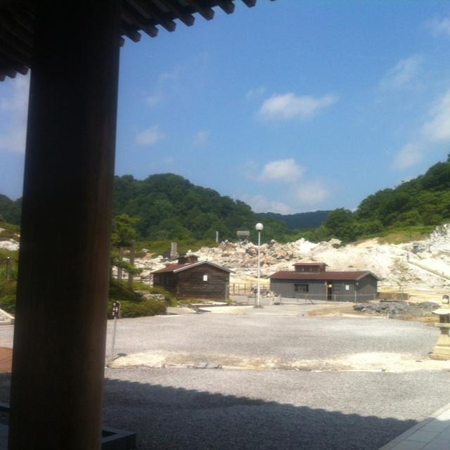 先に有る小屋が恐山のサービス温泉   浸かるだけね^^;