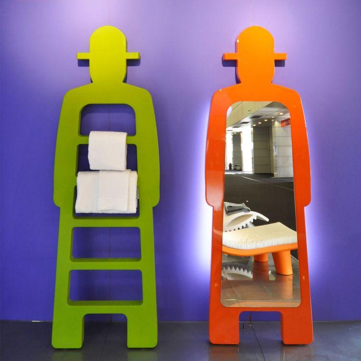 Très élégant, ce miroir s'intègre aussi bien dans les intérieurs modernes que plus classiques. Ce miroir lumineux en silhouette d'homme attire tout naturellement. En réalité, nous sommes attirés par la lumière, par un miroir également, un miroir qui renvoie une image positive de soi-même.