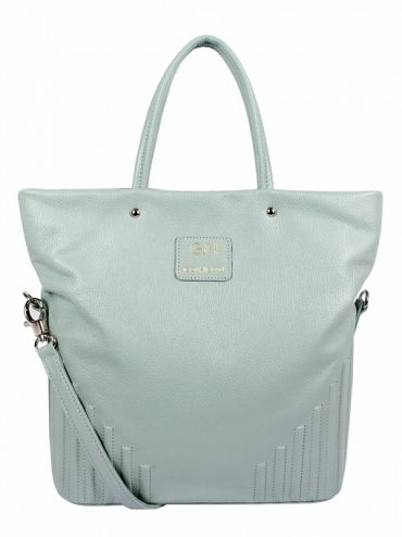Extremely original, leather handbag shoulder. The bag is in mint color. From the inside it is decorated with quilted lining in silver. The whole is decorated with leather handles and removable shoulder strap. Additionally, in the middle is a zip pocket on the iPad or a small ultrabook'a, phone pocket and zipper pocket handy. Each original handbag GOSHICO id is in the middle of the tab with our logo. PRICE: 1 100 zł http://goshico.com/en/duza-torba-na-ramie-kameleon-1409.html