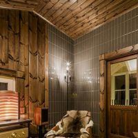 ランタサルミログハウス--軽井沢モデルハウス #ログハウス #シガーバー #レセプション #タイル貼りの壁