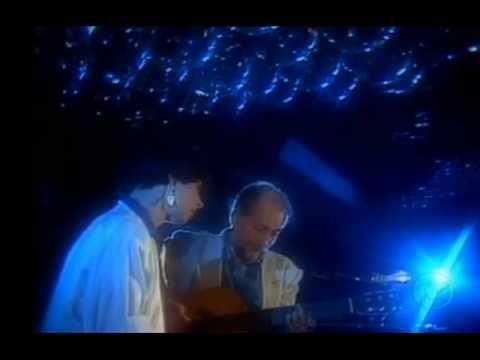 """Tristeza de nós dois- Nara Leão - YouTube - """"Tristeza de nós dois, interpretada por Nara Leão, no violão seu amigo e parceiro Roberto Menescal. Música gravada em 1985 no disco """"Um cantinho, um violão""""."""