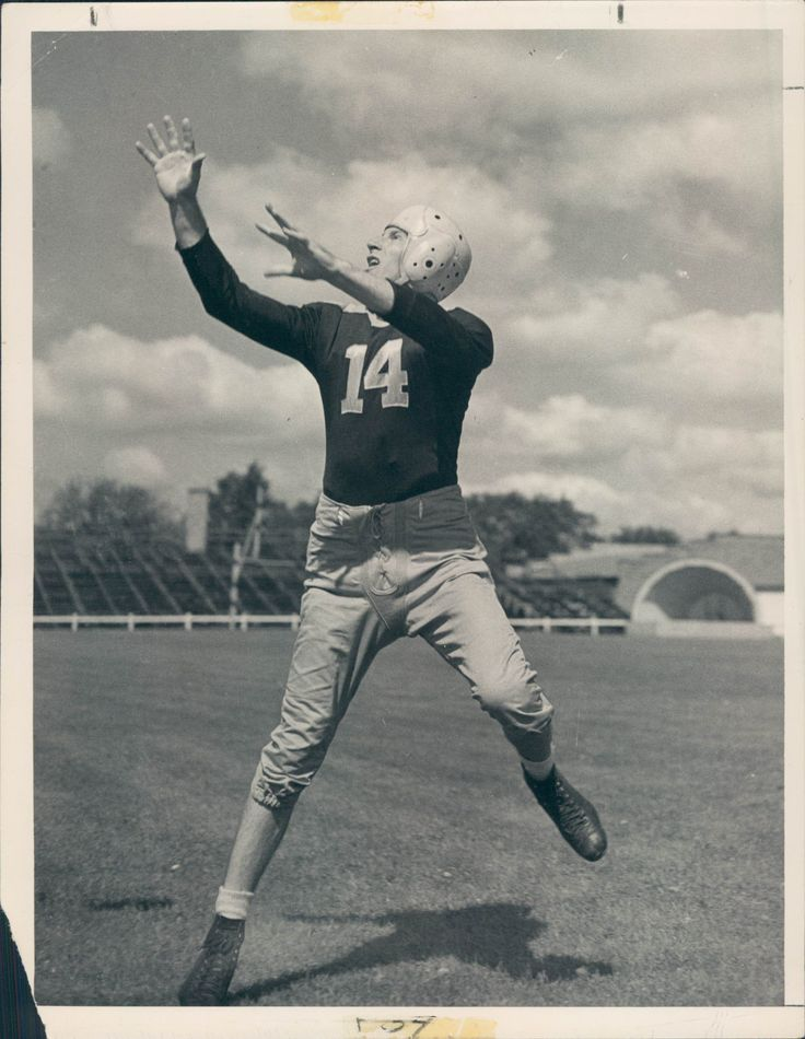 No one ever dominated an entire league the way that Green Bay Packers' end Don Huston torched the NFL in 1942. Huston put up incredible numbers, even for today's standards. He led the NFL in receptions (74), yards (1,211) and touchdowns (17). The players who ranked 2nd, 3rd, and 4th combined for the same amount of catches as Hutson, with Pop Ivy coming in 2nd place with 27 grabs. Ray McLean finished second in yards (571) and TDs (8).