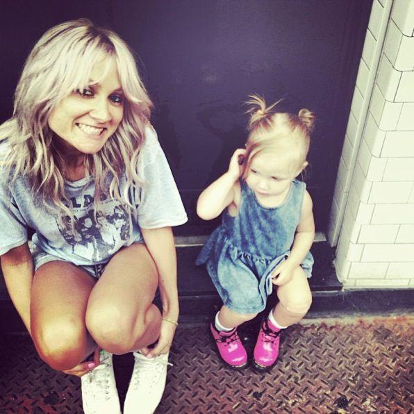 Lou Teasdale and baby Lux (Tom Atkin 's instagram awww <3)