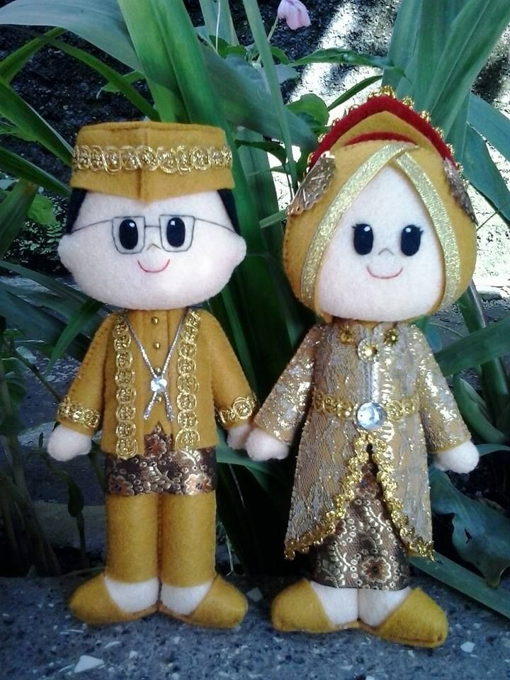Muslim Bride and Groom felt Doll from Indonesia
