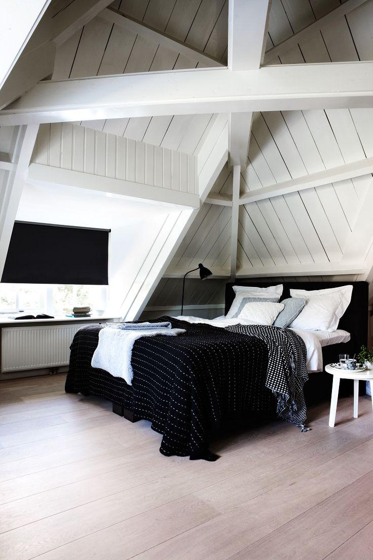 Verduisterend rolgordijn van bece® voor de slaapkamer #rolgordijn #verduisterend #slaapkamer #raamdecoratie #zonwering #bece #interieur