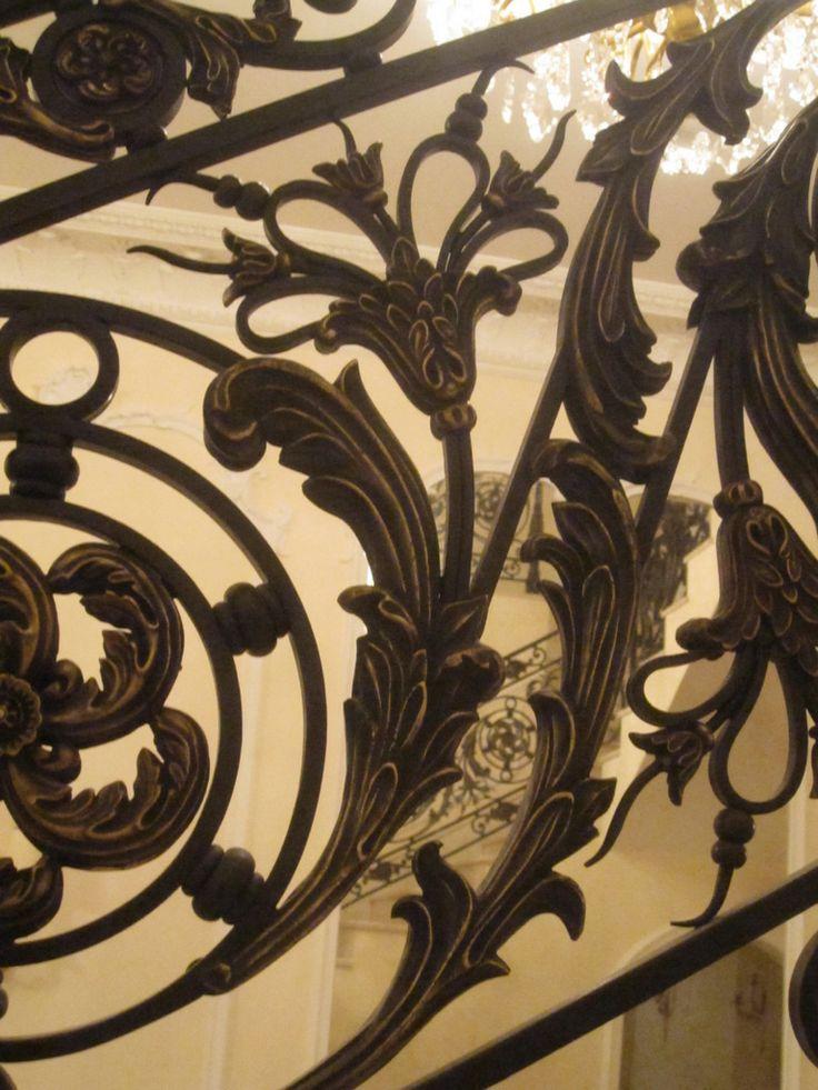 Кованые лестницы, фотографии и цены металлических кованых лестниц.