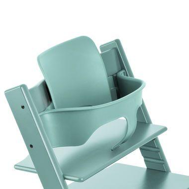 Als je kindje ongeveer 6 maanden oud is, dan kan het zelfstandig rechtop zitten. De Baby Set bestaat uit een verhoogde rugleuning, steunrail en verlengde glijders. Je kindje zit veilig en comfortabel aan tafel.