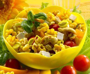 Maukas salaatti Kukka Makaronista, helppo varioida!