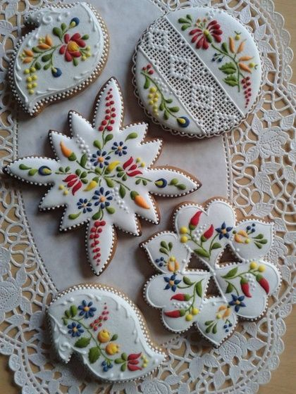 gorgeous designs for these cookies. very festive