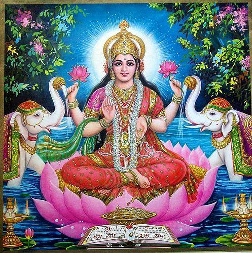 LAKSHMI.déesse de la prospérité,épouse de Vishnou entre 2 éléphants blancs (chance)