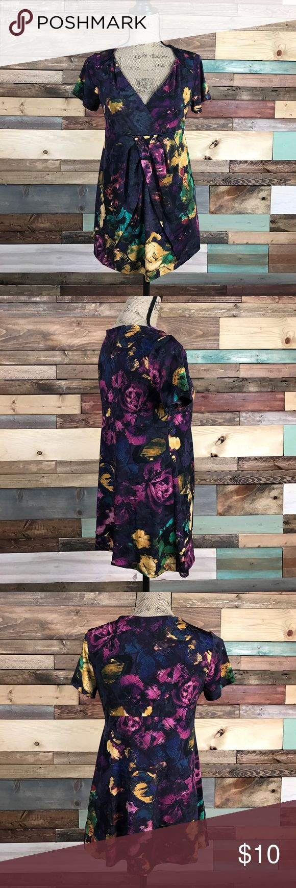"Daisy Fuentes VNeck Floral Patterned Tunic M Daisy Fuentes VNeck Floral Patterned Tunic M Bust: 18"" laying flat // length: 28"" Daisy Fuentes Tops Tunics"