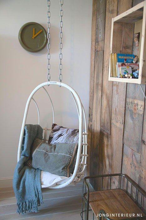 Jongenskamer Robot Boysroom hangstoel, zuiver, hout. Ontwerp en styling jonginterieur.nl