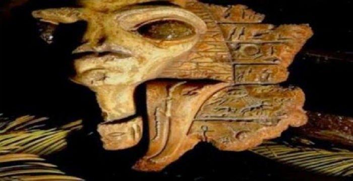 «Εξωγήινοι», ΑΤΙΑ και άλλες περίεργες παραστάσεις σε μοναδικά αρχαία αιγυπτιακά αντικείμενα που βρέθηκαν στο σπίτι του διάσημου αιγυπτιολόγου Sir William Petrie, στην Ιερουσαλήμ, θα μπορούσαν να ξαναγράψουν όχι μόνο την αρχαία αιγυπτιακή ιστορία αλλά και την ιστορία του κόσμου. Ένα βίντεο που δημοσιεύθηκε από την ιστοσελίδα Paranormal Crucible δείχνει αρχαία Αιγυπτιακά αντικείμενα που βρέθηκαν αρχικά …