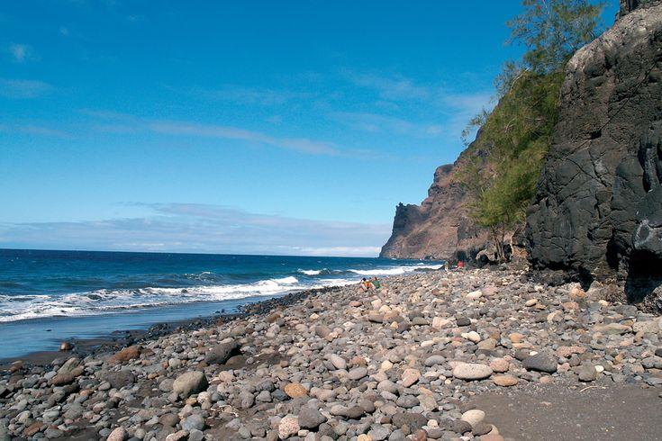 Playa Gui-Gui, Gran Canaria – E' uno dei pochi posti dove si può nuotare nell'Atlantico e col bel tempo si vede anche il Teide. Ci si arriva a piedi con una lunga camminata da Tasártico e in barca dal molo di Mogán.