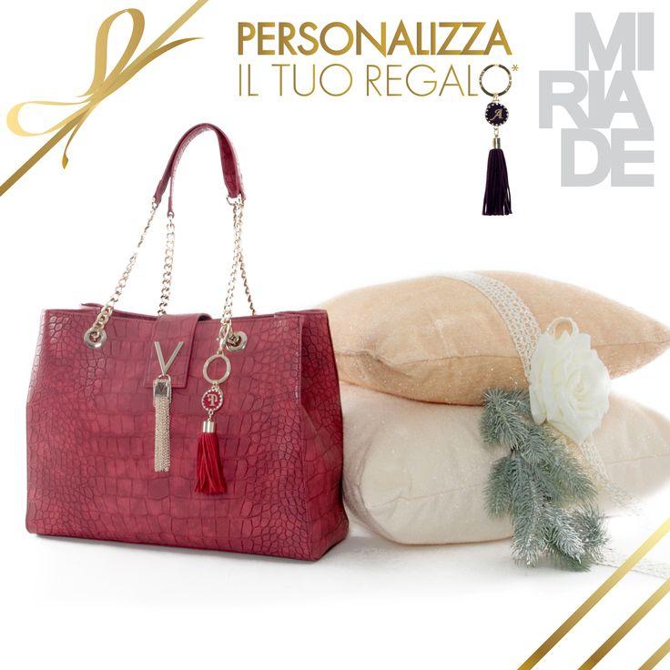 Questo #Natale, da #Miriade, personalizza il tuo #regalo! Aggiungi alla tua #borsa il #ciondolo con le iniziali delle persone a cui tieni a soli € 9,90! #bags #shoes #accessories #christmas #gift #musthave #moda #valentino #valentinobags