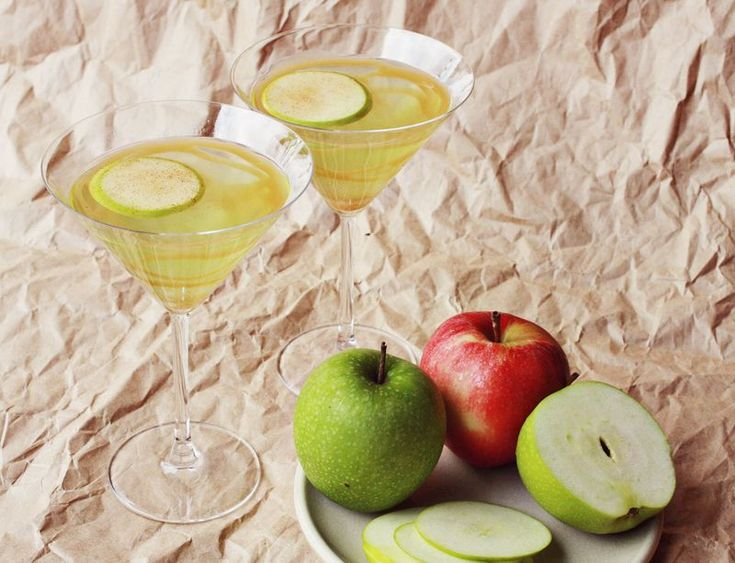 Caramel apple martini recipe  Needed: 6 ounces sour apple schnapps, 4.5 ounces butterscotch schnapps, 3 ounces gin (or vodka), 1-2 tablespoons caramel, sour apple slices + cinnamon and sugar for garnish.