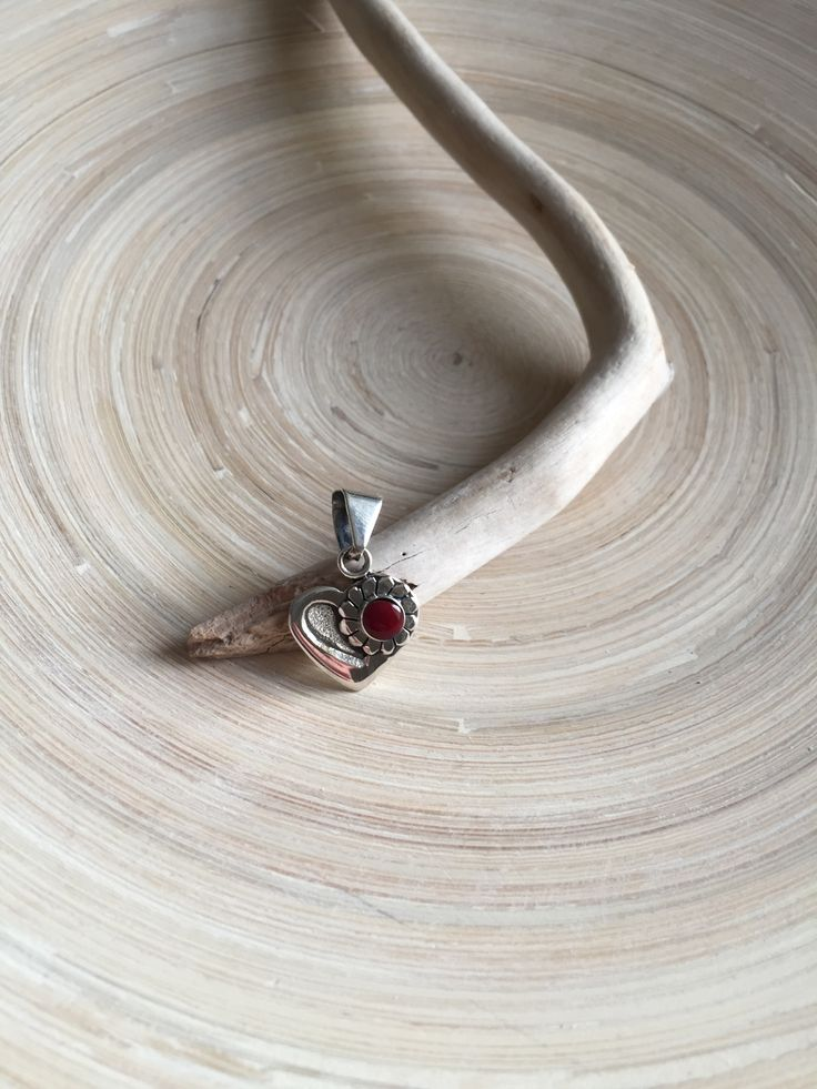 Sterling Silver Heart with Red Jasper Cabachon Daisy Pendant