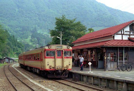Diesel at Yunokami Station, Aizu Line 1998 キハ58系 会津線 湯野上駅