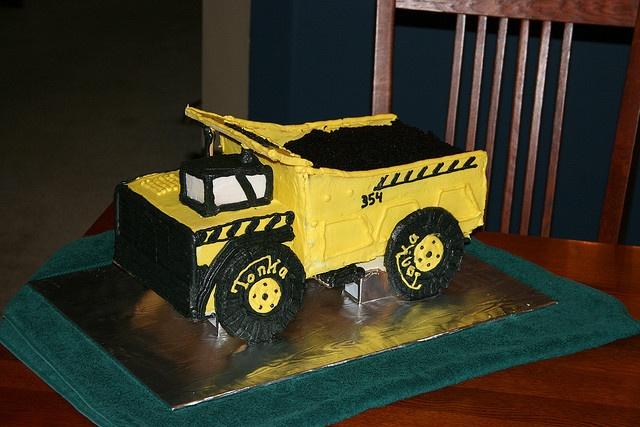 Tonka Truck cake by Piece of Cake Memphis, via Flickr