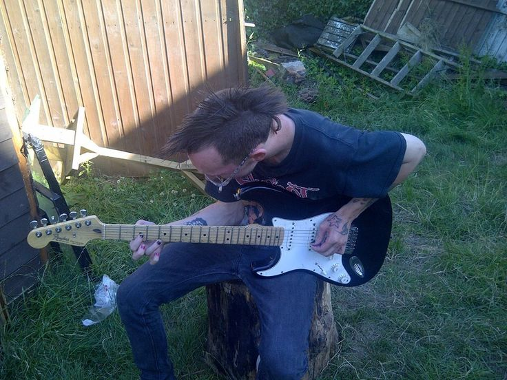 Me acoustically playing my left handed 1971 model electric fender stratocaster