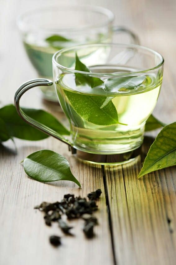 2. Green Tea You should drink three 8-ounce glasses of green tea everyday, since it contains caffeine which will raise your heart rate and motivate your body to burn calories faster. Green Tea also contains catechins which may help burn stomach fat.