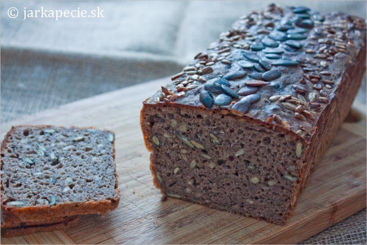 Som nadšená z môjho aktívneho ražného kvásku a po sladkých receptoch - makové buchty a lievance - som sa rozhodla pre ďalší recept na chlieb. Našla som recept na kváskový chlieb, ktorý sa mi páčil zložením a aj jednoduchou prípravou ( vďaka www.korenizivota.com ). Na tento typ chlebíka je viacero veľmi podobných receptov :-) V…