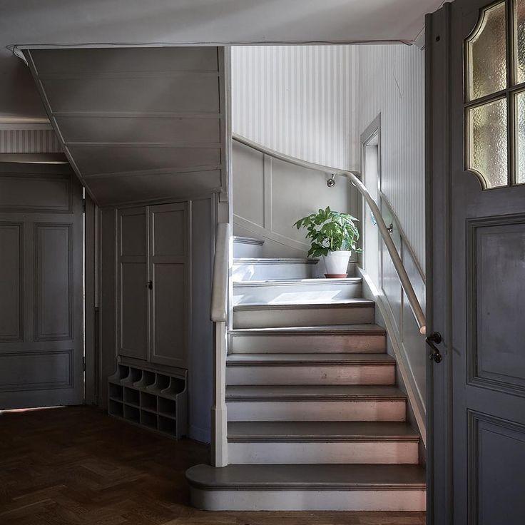 """9 gilla-markeringar, 1 kommentarer - Historiska Hem (@historiskahem) på Instagram: """"Villa rosgården! Mycket välbevarad villa med herrgådskänsla. Till salu just nu genom oss. Foto…"""""""