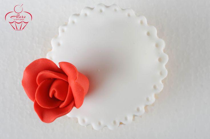 #cupcakes #flowers #red #rose #pearls #elegant #dessert #red dress