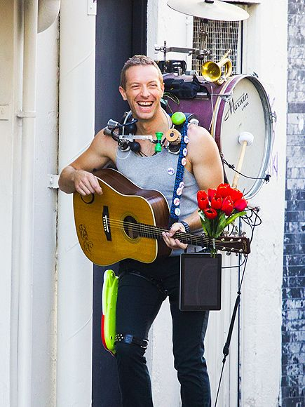 "Star Tracks: Tuesday, June 17, 2014 | MUSIC MAN | Chris Martin plays the part of street performer while filming Coldplay's new music video for their song ""A Sky Full of Stars"" from the new Ghost Stories album in Sydney, Australia, on Tuesday."