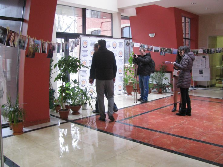 """Фотоконкурс """"Сушка в Политехе"""" у холі бібліотеки"""