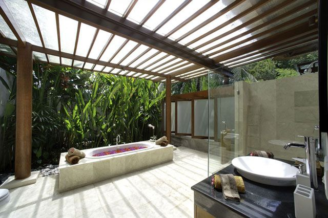 Villa Papaya is a luxury villa rental in Bali, nestled in the picturesque rice fields and rural villages of Canggu. Fully staffed