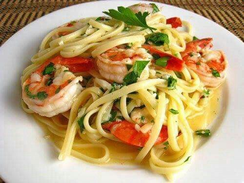 Spaghetti Udang  Bahan:  250 gram spaghetti, rebus hingga matang, beri sedikit…