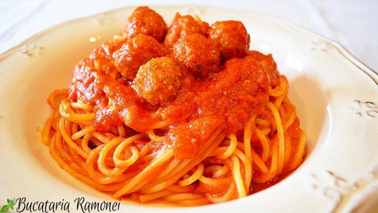 Cui îi plac chifteluțele? Sunt sigură că le adorați! Iar dacă le punem într-un delicios #sos de #rosii și le amestecam cu o farfurie mare de #spaghetti atunci rezultatul este unul spectaculos de gustos!  Iată #reteta: http://bucatariaramonei.com/recipe-items/spaghetti-cu-chiftelute/