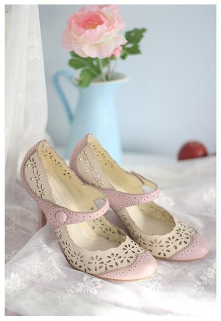 love these lacy shoes