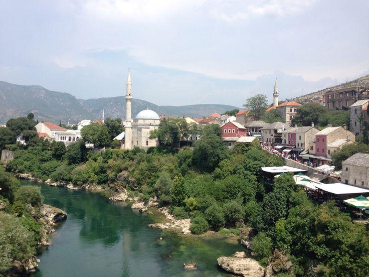 Mostar köprüsünden görülen camii