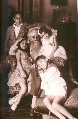 Con sus hijos Ramón, Mariquiña, Jaime y Mª Antonia, Madrid,1929.