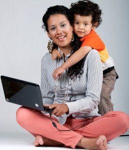 Estudiar, trabajar, superarte y ser mamá es posible con los programas online de la UNITEC