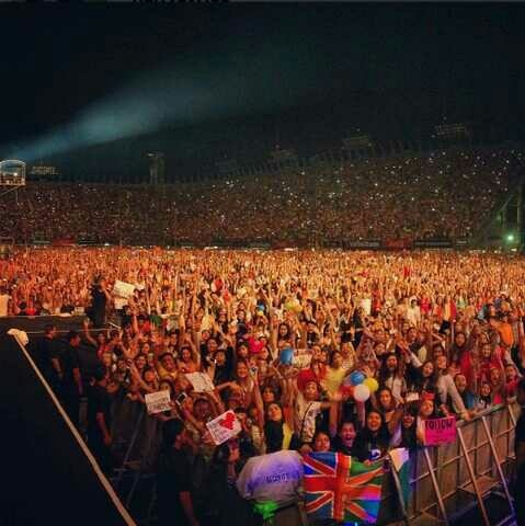 Harry's picture if the crowd last night. Mexico.