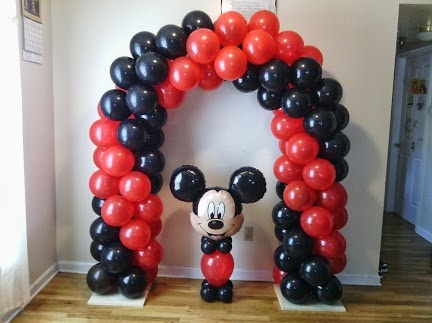 Mickey mouse arch and centerpiece