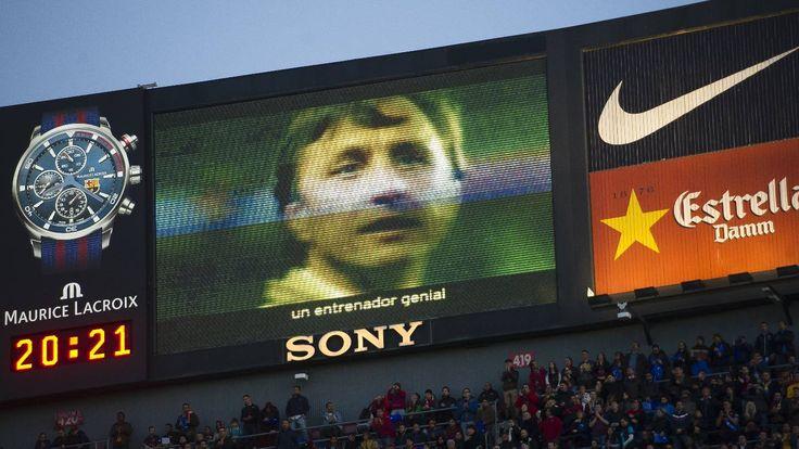 """""""Gràcies Johan"""". Video-homenatge emès pels videomarcadors del Camp Nou el 2 d'abril de 2016, abans de l'inici del FCBarceloa-Real Madrid, primer partit a l'Estadi després de la seva mort."""