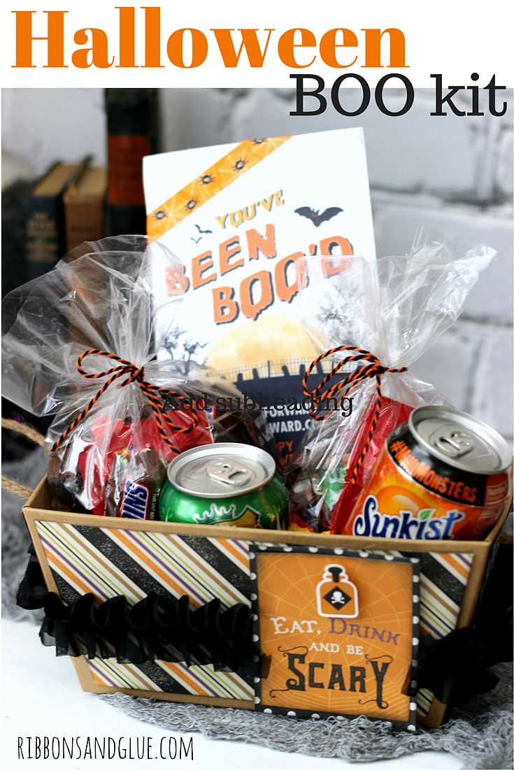 BOO your neighbors with this easy Halloween BOO Kit and Printable! #BOOItForward @walmart #ad