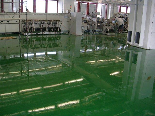 Liate epoxidové podlahy sú vhodné do výrobnej haly, skladu, dielne, servisu ... .