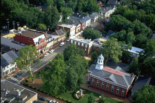 Leesburg, Virginia, the county seat of Loudoun County, learn about Leesburg Virginia attractions, events, hotels, community information and more.
