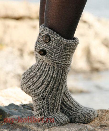 Носки спицами для начинающих резинкой, с манжетой на пуговице