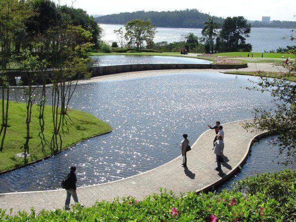 Centro Cultural Solo Sagrado de Guarapiranga. O local fica ao lado da represa Guarapiranga e possui lindos jardins e uma trilha no meio da mata. Há ainda um templo ecumênico no local. Em São Paulo, SP, Brasil.